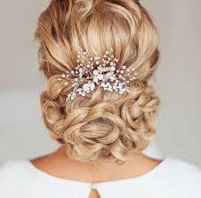 Une coiffe d'élégance et de raffinement avec les peignes